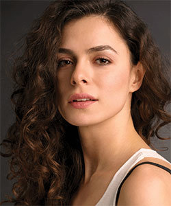 Ozge Ozpirincci - Actress