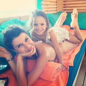 Beren Saat funny photo with child