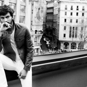 Engin Akyurek (White - Black)