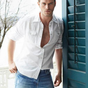 Young Kivanc Tatlitug photo