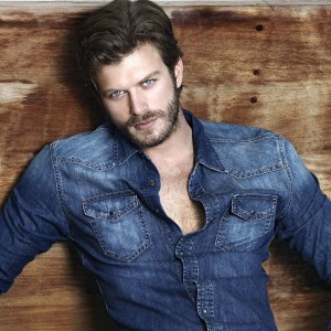 Best Popular Turkish Actor: Kivanc Tatlitug