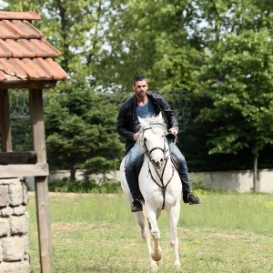 Sukru Ozyildiz riding horse
