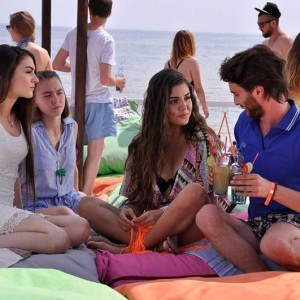 Sunshine Girls (Gunesin Kizlari) sea scene