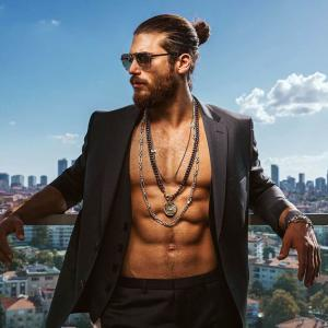 Can Yaman Six Pack