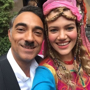 Selim Bayraktar with actress selfy
