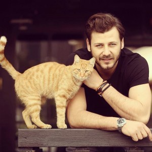 Umit Ibrahim Kantarcilar with yellow cat